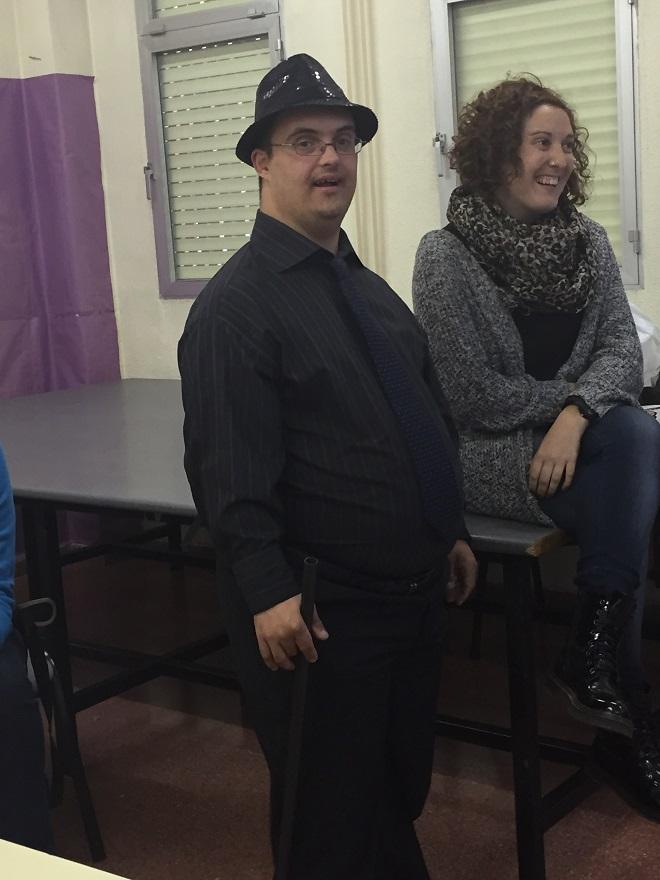 Allende López con un miembro de AMÁS Escena. Foto: Grupo AMÁS.