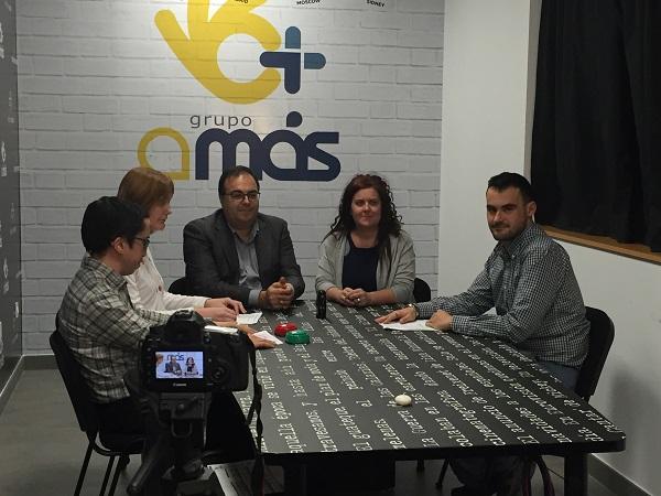 """Santiago Llorente, Alcalde de Leganés y Virginia Jiménez, Concejala de Educación y Servicios Sociales, entrevistados por """"Infórmate Claro"""". Foto: Grupo AMÁS."""