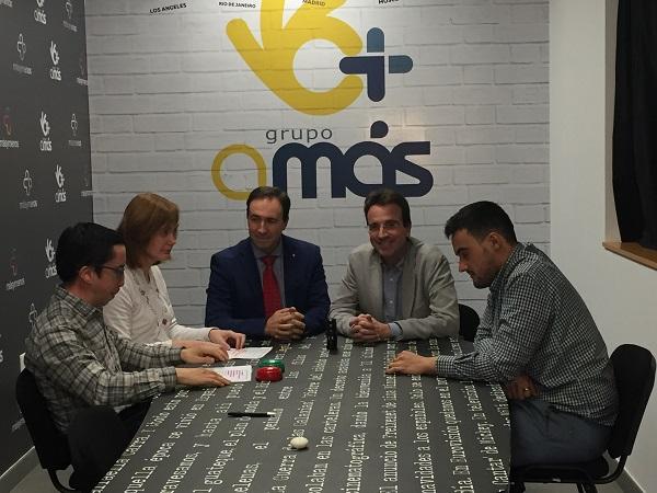 """Miguel Ángel Recuenco y Ángel Juárez, entrevistados por """"Infórmate Claro"""". Foto: Grupo AMÁS."""