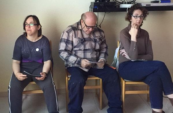 De izquierda a derecha: Carolina Sancho, Juan Zafra y Raquel Adraos, formadores con discapacidad intelectual de Grupo AMÁS. Foto: Grupo AMÁS.