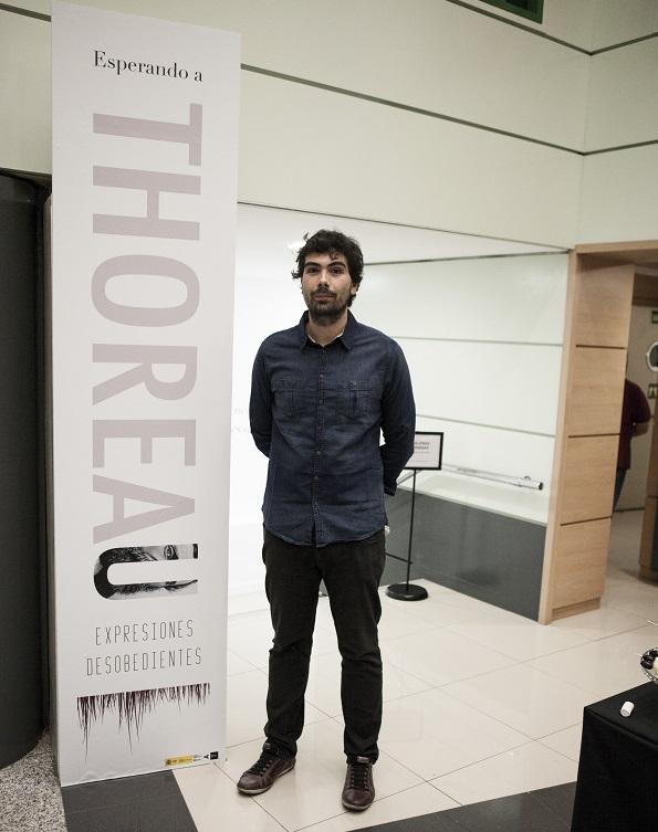 """Gerardo Silva, Comisario de la Exposición """"Esperando a Thoreau"""". Foto: Luis Checa"""
