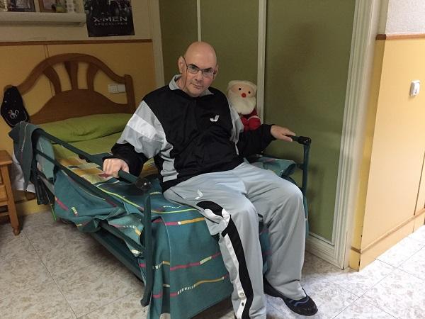 Jesús Tamayo en su habitación de la Residencia Los Pinos. Foto: Grupo AMÁS.