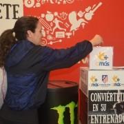 Momento de una donación en el gimnasio Virgin Active de Alcorcón. Foto: Grupo AMÁS,