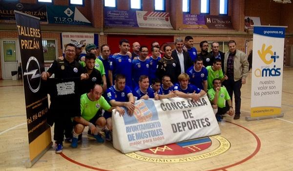 Presentación del convenio de colaboración entre el club Deportivo Fútbol Sala Ciudad de Móstoles y Grupo AMÁS . Foto: Grupo AMÁS.