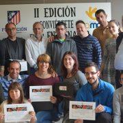 """Entrega de diplomas y trofeos a los patrocinadores de """"Conviértete en su entrenador"""". Foto: Grupo AMÁS."""