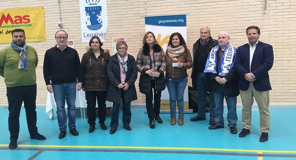 Miembros del Ayuntamiento de Leganés y de Grupo AMÁS en la Gymkana Deportiva. Foto: Grupo AMÁS.
