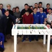 Mesa futbolín donado por la empresa SoccerTable al Centro de Coimbra. Foto: Grupo AMÁS.