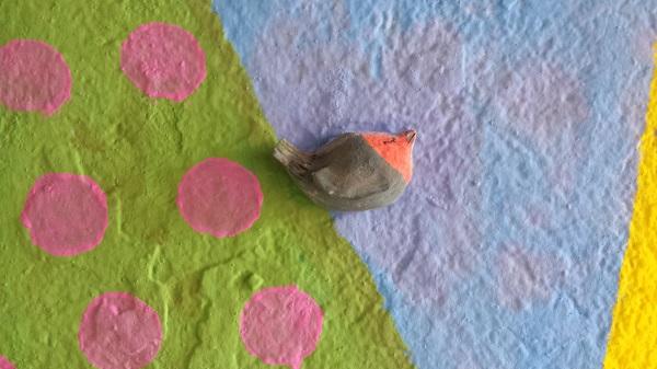 Detalle de una de las figuras de barro que decoran el mural. Foto: Grupo AMÁS.