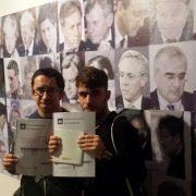 """Iván Rodríguez y Ángel Medina , miembros del equipo de Lectura Fácil que ha realizado la adaptación de la guía """"Esperando a Thoreau"""". Foto: Grupo AMÁS."""
