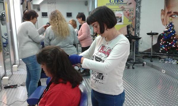 Alumnas de Grupo AMÁS en una clase práctica en la academia CHS de Móstoles. Foto: Grupo AMÁS.