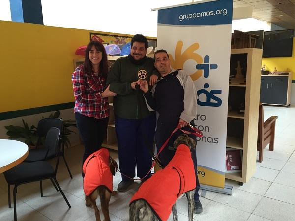 Entrega del trofeo de la Asociación Alba a voluntarios del Centro Sufragio. Foto: Grupo AMÁS.