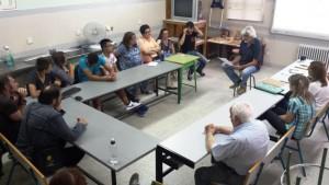 Miembros del equipo de Lectura Fácil de Grupo AMÁS imparten un curso en la Ciudad de los Muchachos de Leganés.