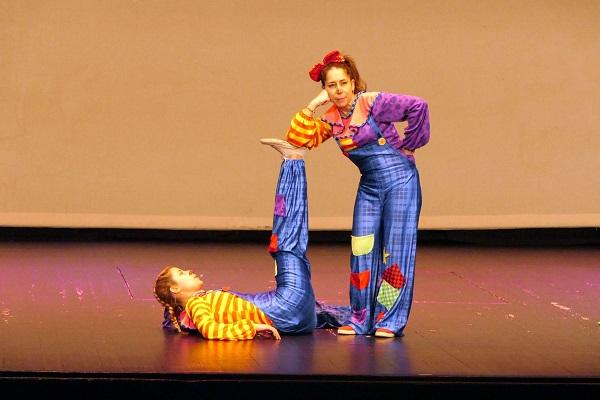 """Actuación de """"Animaciones Infantiles Aeiou"""" en Móstoles. Foto: Grupo AMÁS."""