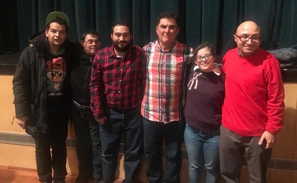 """Antonio Almagro (ULEG) con algunos de los protagonistas de la película """"Campeones""""."""