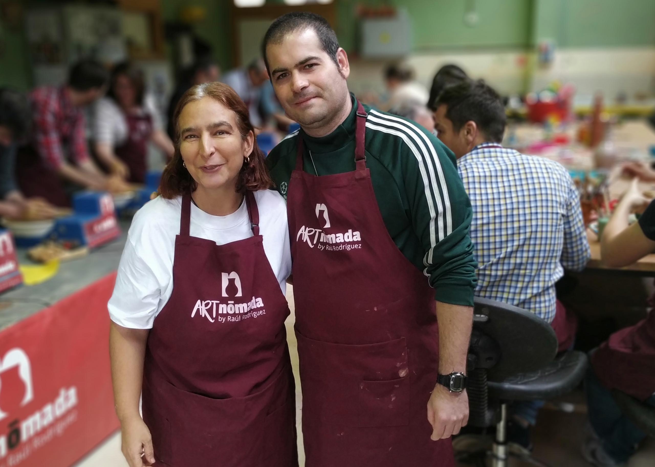 Carlos y Bea en el taller de ArtNomada. Foto: Grupo AMÁS