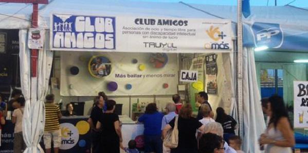 Chiringuito de Club Amigos en las fiestas de Alcorcón 2015. Foto: Grupo AMÁS.