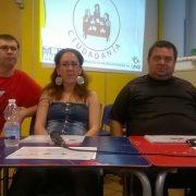 A la izquierda Daniel Fernández junto con dos miembros de Comité Ciudadanía. Foto: Grupo AMÁS.