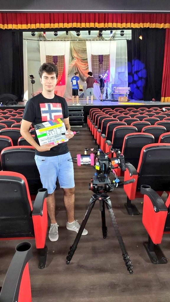 Diego edita los videocurrulum de los participantes