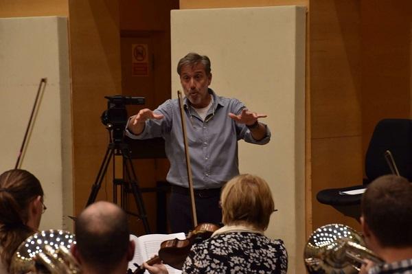 Emilio Aragón en un ensayo de Mosaico de Sonidos. Foto: ORCAM