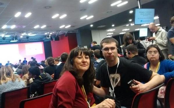 Daniel Fernández y Noelia Iturbide, Responsable de Programas de Grupo AMÁS. Foto: Grupo AMÁS.