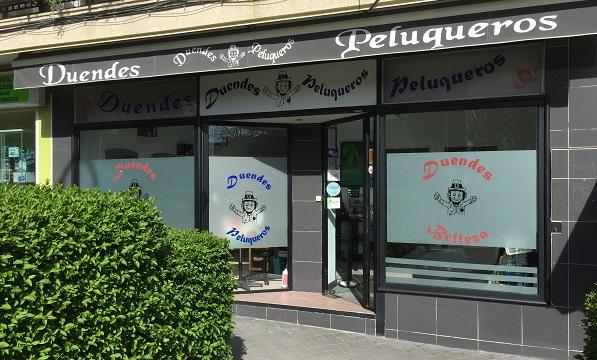 """Exterior de """"Duendes Peluqueros"""", en Móstoles. Foto: Grupo AMÁS."""