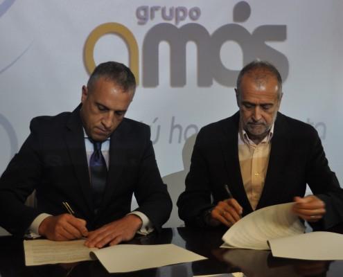 Tomás García Cano, Director de Centro de Empresas de la Caixa, y Carlos Pérez, presidente de Grupo AMÁS.