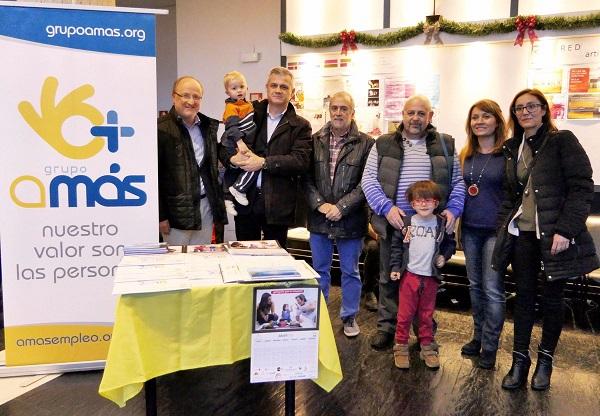 David Lucas, alcalde de Móstoles, junto a representantes de Grupo AMÁS.