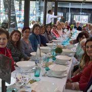 """Las familias de """"Qué hay de lo tuyo"""" degustan un cocido madrileño. Foto: Grupo AMÁS."""