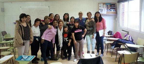 """El grupo de mujeres """"Estamos Aquí"""". Foto: Grupo AMÁS."""