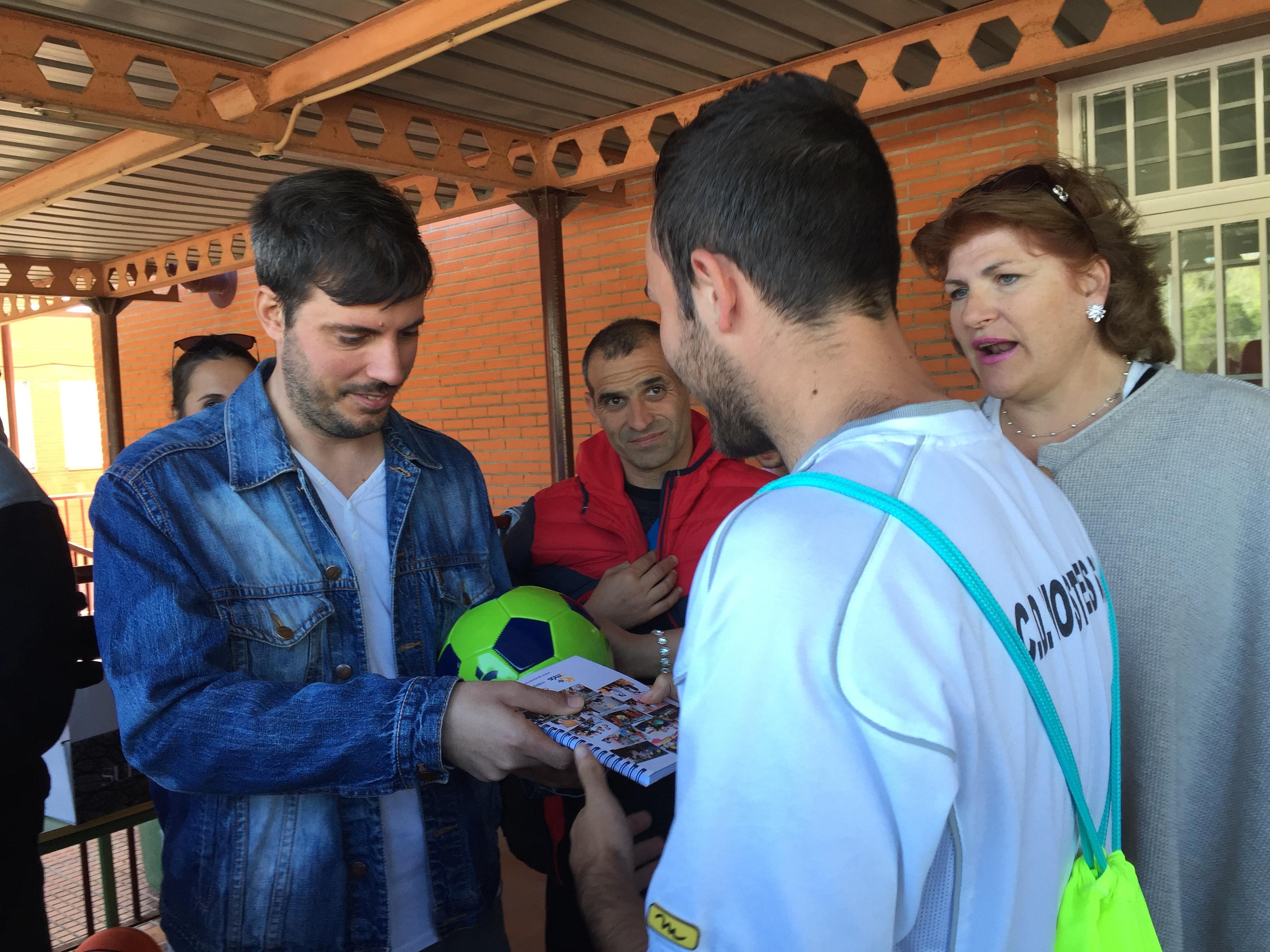 Entrega de premios en la X Jornada Deportiva del Instituto Rayuela de Móstoles. Foto: Grupo AMÁS.
