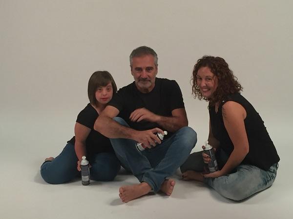 Javier Fesser, Allende López, Directora de Cultura de Grupo AMÁS (derecha) y Verónica Fernández, actriz de AMÁS Escena. (izquierda). Foto: Grupo AMÁS.