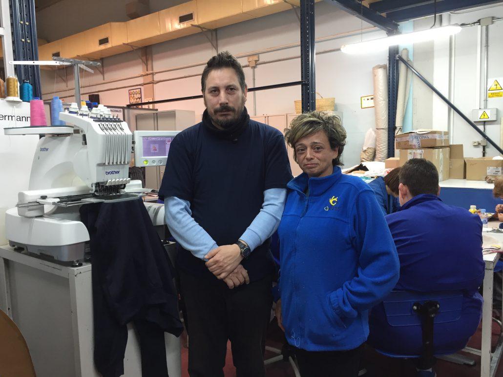 Carmen del Casar y Víctor Garbín en el Taller Textil de Prado Regordoño en Móstoles. Foto: Grupo AMÁS.
