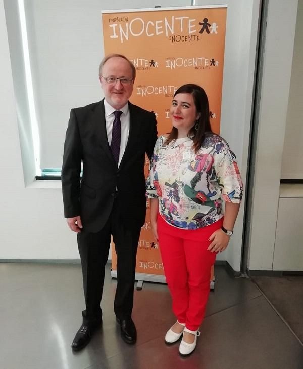 Esther Guillemot, psicóloga y trabajadora social de Grupo AMÁS e Ismael Carrillo, Director General de Atención a Personas de la entidad.