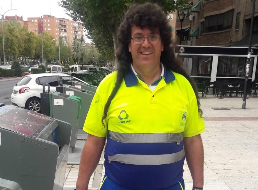 José Miguel en su puesto de trabajo en Urbaser. Foto: Grupo AMÁS