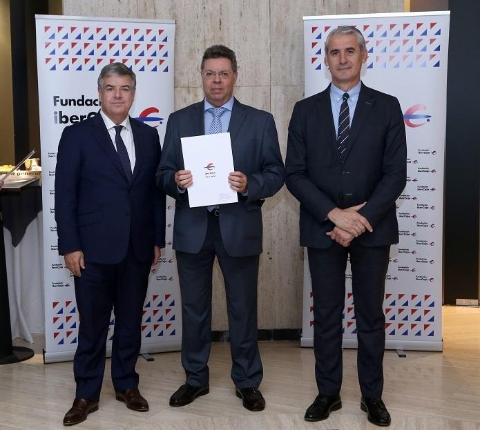 Entrega del Convenio Social Fundación Ibercaja a Fundación AMÁS Empleo.