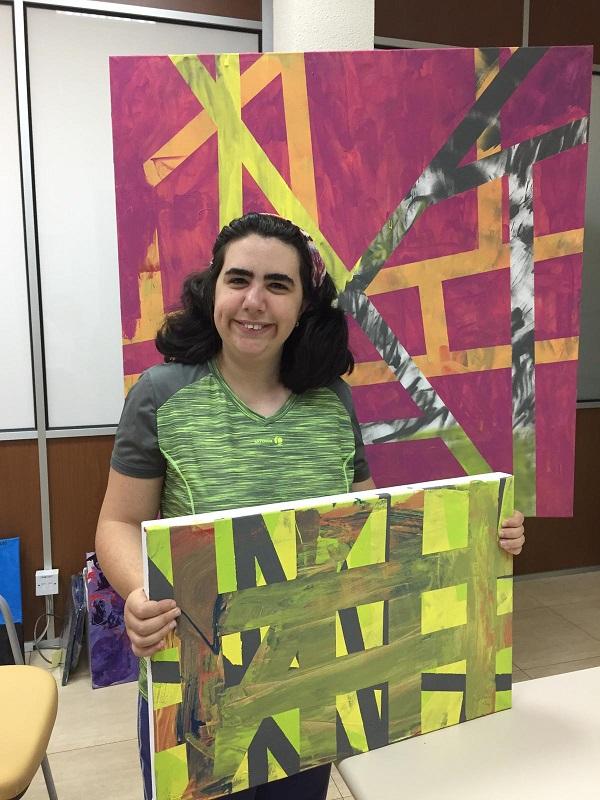 """Laura Mogollón, artista de la exposición """"Yo también"""". Foto: Grupo AMÁS."""