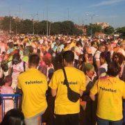 Más de mil personas asisten a la fiesta solidaria AMÁS Holi en Fuenlabrada. Foto: Grupo AMÁS.