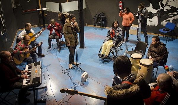"""Ensayo de la banda """"Imperfectos"""" de AMÁS Miusic. Foto: Grupo AMÁS."""