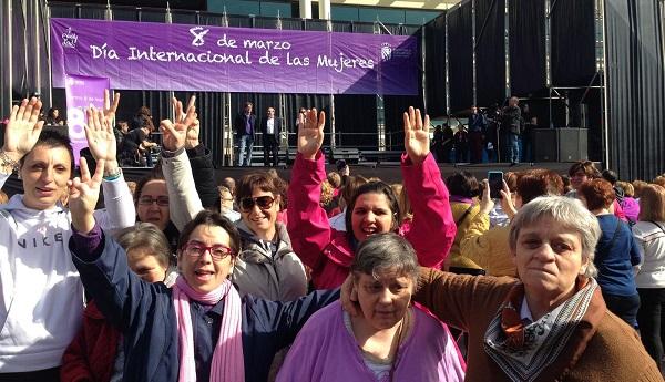 Mujeres de Grupo AMÁS participan en un acto en Leganés con motivo del 8 de marzo. Foto: Grupo AMÁS.