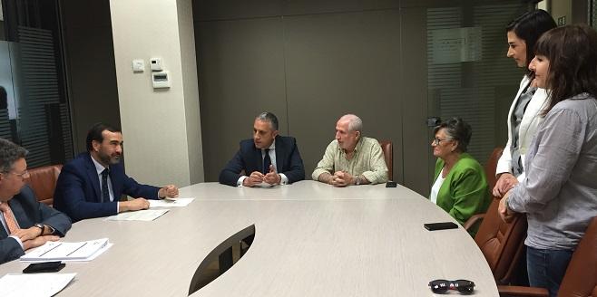"""Firma del convenio entre Fundación Bancaria """"la Caixa"""" y Grupo AMÁS. Foto: Grupo AMÁS."""