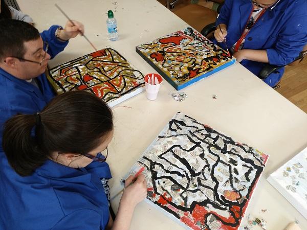 Semana de la Pintura en el Centro Ocupacional Los Pinos. Foto: Grupo AMÁS.