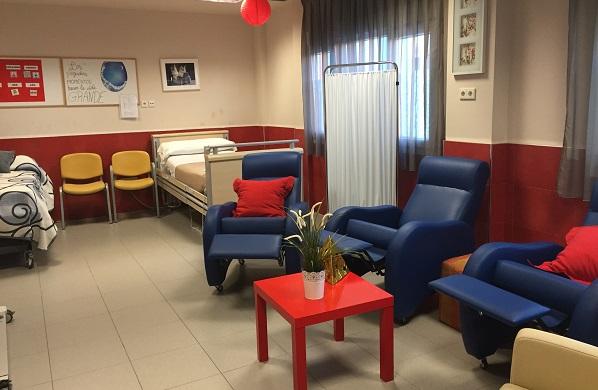 """Camas y sillones del """"Aula Confort"""". Foto: Grupo AMÁS."""