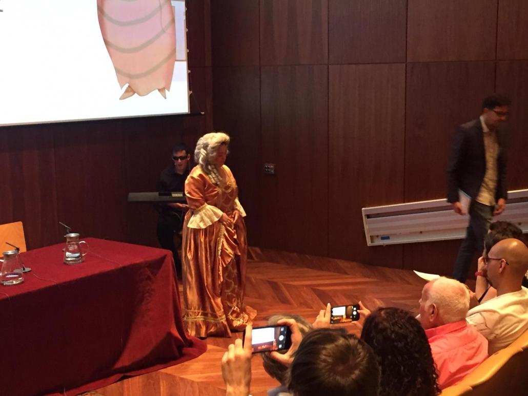 """Actuación de AMÁS Escena en la presentación de """"Museo fácil"""". Foto: Grupo AMÁS."""