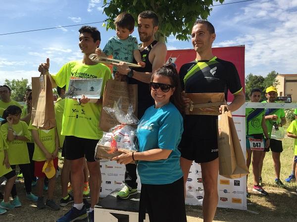 Madrid Xanadú, patrocinador de la X Carrera por la Inclusión entrega premios a los ganadores. Foto: Grupo AMÁS.