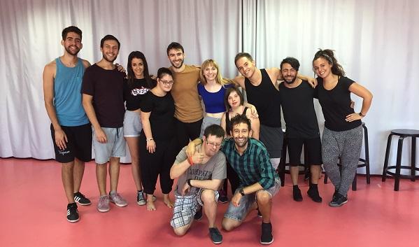 """Elenco de """"Peter Pan. Un musical muy especial"""", durante uno de los ensayos. Foto: Grupo AMÁS."""