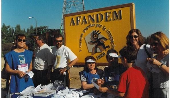 Acto reivindicativo de AFANDEM en 2001. Foto: Grupo AMÁS.