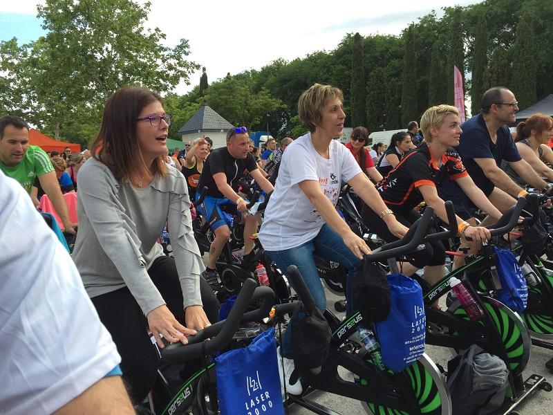 Noelia Posse y María Ángeles Sancho en la Masterclass solidaria de Cycling. Foto: Grupo AMÁS.