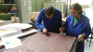 Los artistas trabajando con la cerámica