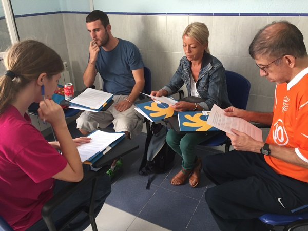 Alumnos de Info Fácil durante la formación. Foto: Grupo AMÁS.