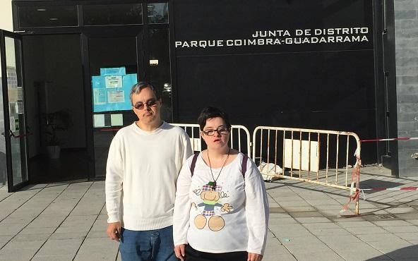 Visita a la Biblioteca Municipal de Parque Coimbra en Móstoles. Foto: Grupo AMÁS.